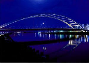 鏡川大橋の水鏡