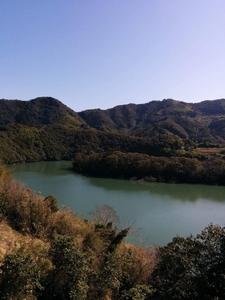 鏡のダム湖