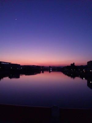 日暮れの鏡川
