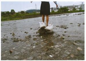 鏡川に入る友達